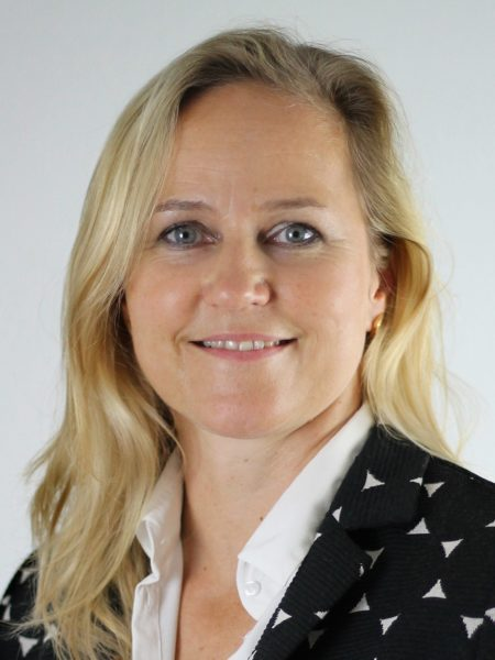 Simone Cronjäger von Zeiss gratuliert zum DUALIS Jubiläum