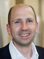 Tobias Tönnies von Lübbering gratuliert DUALIS zum Jubiläum